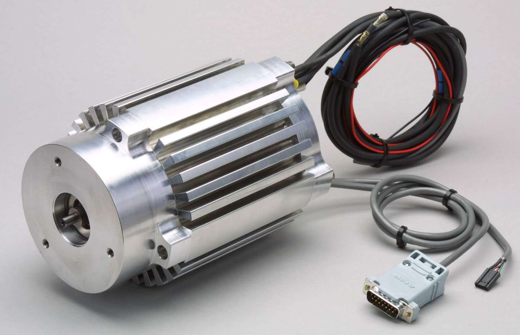 Brushless dc motor produces 44 oz in torque at 5 500 rpm for Large brushless dc motors