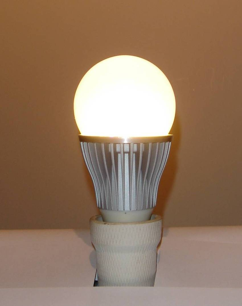 Philips Lighting Unveils 600 Lumen Dimmable A Shape LED