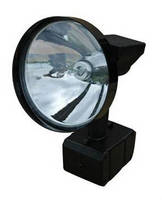Handheld 35 W HID Hunting Spotlight offers 2.5 hr run time.