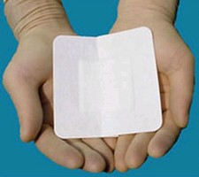 Wound Dressing contains broad-spectrum antibacterial agent.