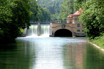 Munich's hydro plant on the Isar River. Courtesy of Stadtwerke M�nchen.