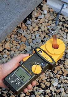 Clamp Meter reads ground resistance without auxiliary rods. | 220 x 312 jpeg 19kB