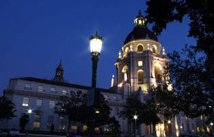 Post-Top LED Street Lamps Help the City of Roses Reduce Energy and Maintenance Costs