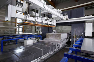 Bandsawing Machine cuts aluminium blocks horizontally.