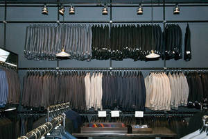 High End New York City Clothing Store Installs Hollaender® Wall Racking System
