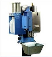Nozzle Cleaning Stations have enclosed anti-spatter sprayer.