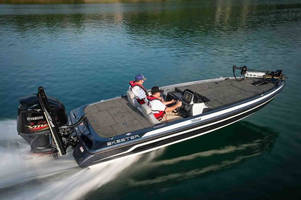 Lowrance Signs Exclusive Partnership with Skeeter Boats