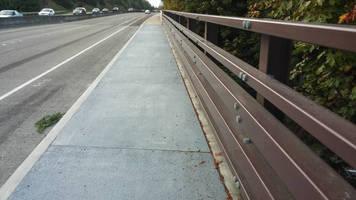 Cantilever Sidewalk lets pedestrians safely share bridge roads.
