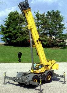 Boom Crane is suited for rough terrain.