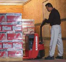 Walkie Pallet Truck maneuvers in tight spaces.