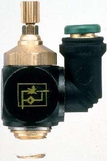 Flow Control Regulators have swivel outlets.
