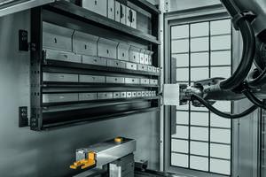Xpert Tool Changer integrates 6-axis robotic arm.