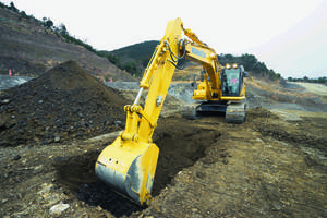 PC210LCi-11 Excavator features 12.1 in. touchscreen display.
