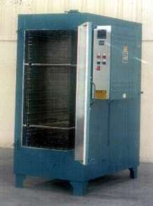 Cabinet Oven features vertical airflow.