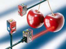 Photoelectric Sensor offers true background suppression.