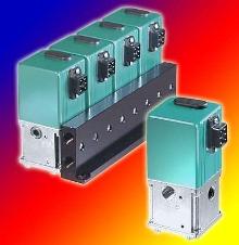 Manifold accommodates 4 regulators.
