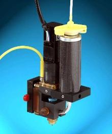 Syringe Heater ensures consistent material viscosity.