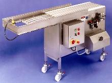 Shuttle Conveyor transfers product between belt widths.