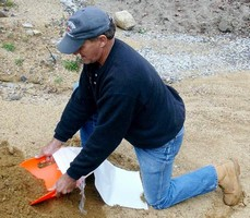 Sandbagging Kit can be operated by one person.