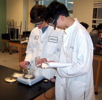 Setra Variable Capacitance Scale Helps High School Chemistry Students Get Balanced Education