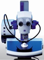 Stereomicroscope adjusts to workplace requirements.