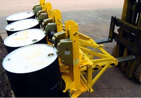 Fork-Mounted Drum Handler lifts 4 drums simultaneously.