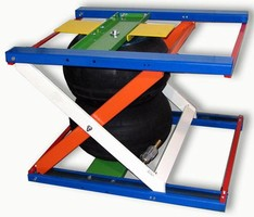 Scissor Lift features one-to-one direct lifting ratio.