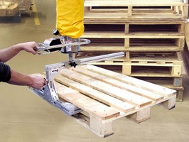 Lifting Attachment enables pallet handling by 1 person.