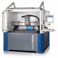 CNC Machining System power cuts aluminum plates.