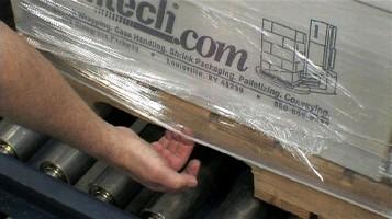 Load Locking System captures wide range of pallet heights.