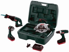 Cordless Tool Kit includes li-ion hammer drill and saws.