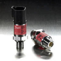 Pressure Transmitter controls common rail fuel pressure.
