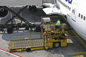 PIRTEK O'Hare Replaces 270 Hose Assemblies on Freight Loaders at the O'Hare International Airport