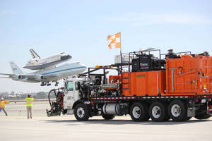 StarJet(TM) System Preps Runway Used for Space Shuttle Landing