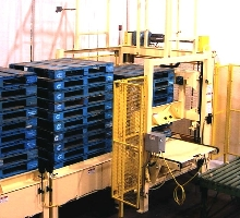 Pallet Dispenser simultaneously feeds multiple palletizers.