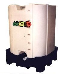 Intermediate Bulk Container resists bulging without steel.