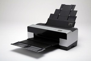 Printer offers large format desktop printing in small space.