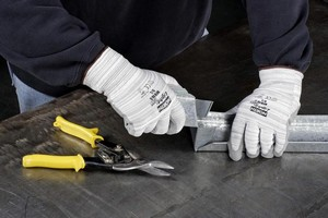Lightweight Glove is cut resistant.