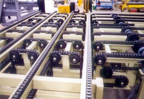 Chain Conveyor transports pallets up to 2,500 kg.