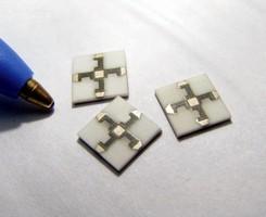 Resistive Power Splitter has 9.5 dB evenly split attenuation.