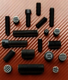 Grippers handle variety of coarse and fine threads.